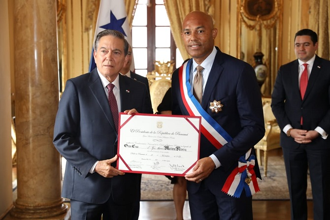 Mariano Rivera es condecorado con la Orden Belisario Porras
