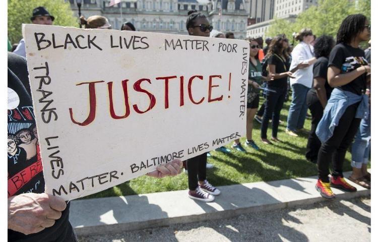 Suspenden el toque de queda en Baltimore