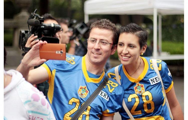 "2,500 ""selfies"" en cadena"