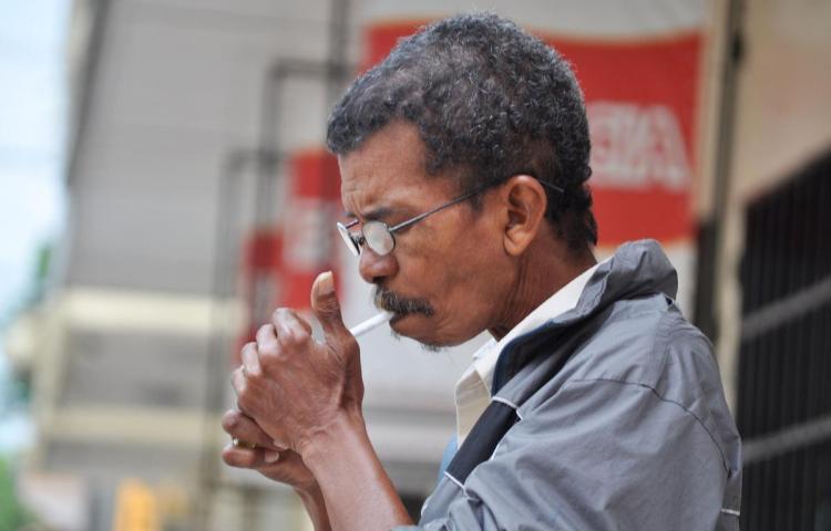 243 panameños se fuman la vida al año
