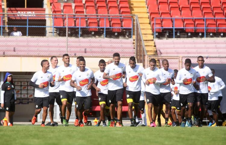 Fepafut elige a los 20 panameños que jugarán contra Cuba