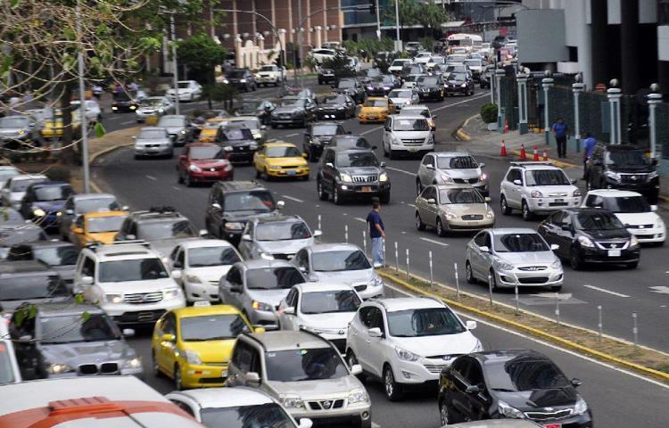 En Panamá hay un auto por cada 3.4 habitantes