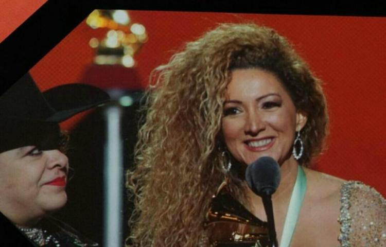 Erika Ender gana Grammy con 'Ataúd'
