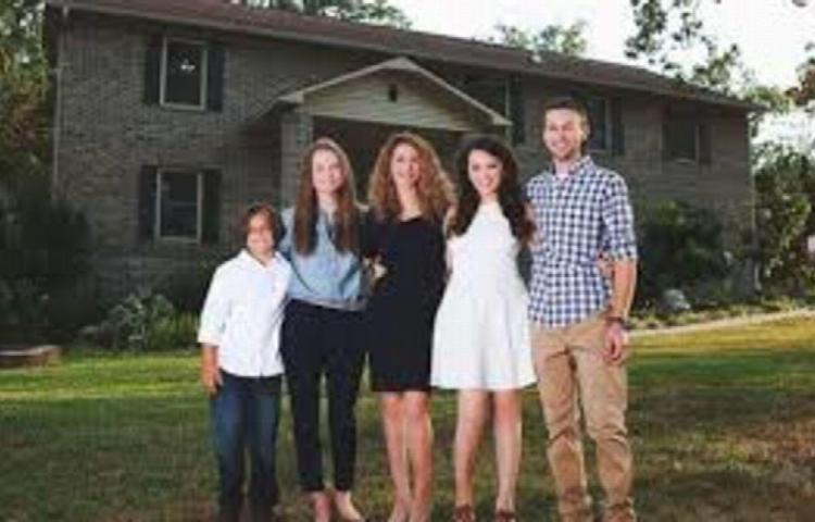 Berraca, construyó su casa con videos