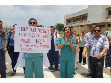Se toman las instalaciones médicas y protestan por pagos