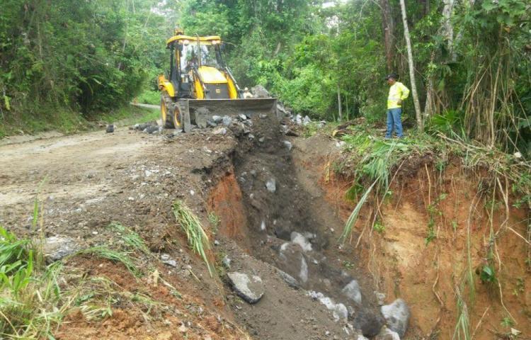 Rescatan vía hacia El Cacao tras denuncia de la comunidad