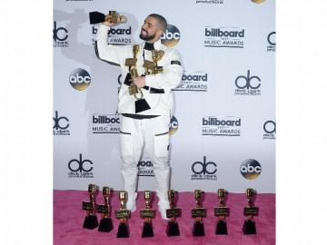 Drake arrasó con 13 estatuillas y se corona como el artista del año