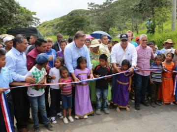 Se inauguran 20 km de carretera en comarca