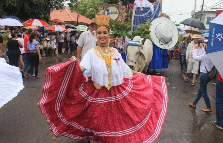 Desfile folclórico pone fin al Manito