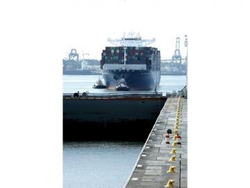 Buque de más 14.800 contenedores marca récord en el Canal de Panamá