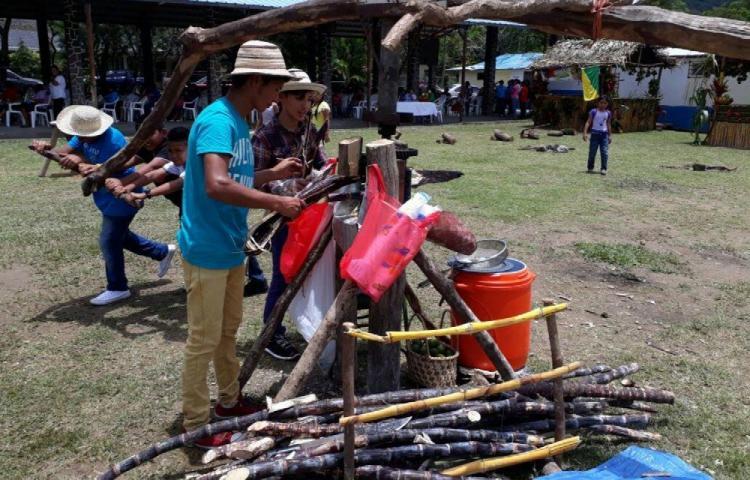Tradiciones folclóricas en las fiestas del campesino