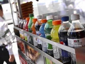 Condado de Chicago anula polémico impuesto a las bebidas azucaradas