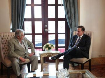 Pepe Mujica recibe condecoraciones