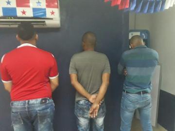 Robadera de celulares en Calidonia, capturan a tres