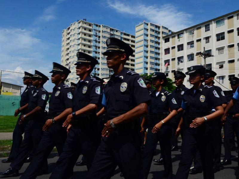 Presentar n ascenso a polic as para disminuir la for Ministro de la policia nacional