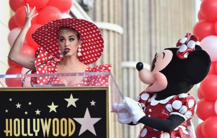 Minnie Mouse recibe su estrella en el Paseo de la Fama de Hollywood