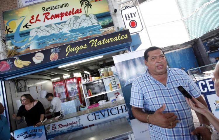 Un vendedor panameño se convierte en el símbolo del ceviche sin tiburón