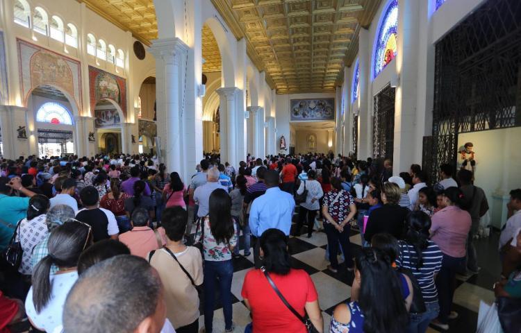 Devotos celebran a San Juan Bosco