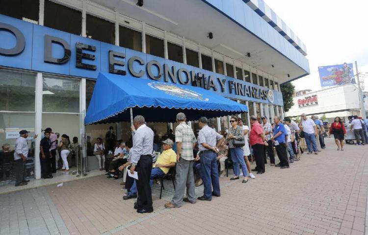 Entrega de pago adeudado a jubilados panameños suman 150 millones de dólares