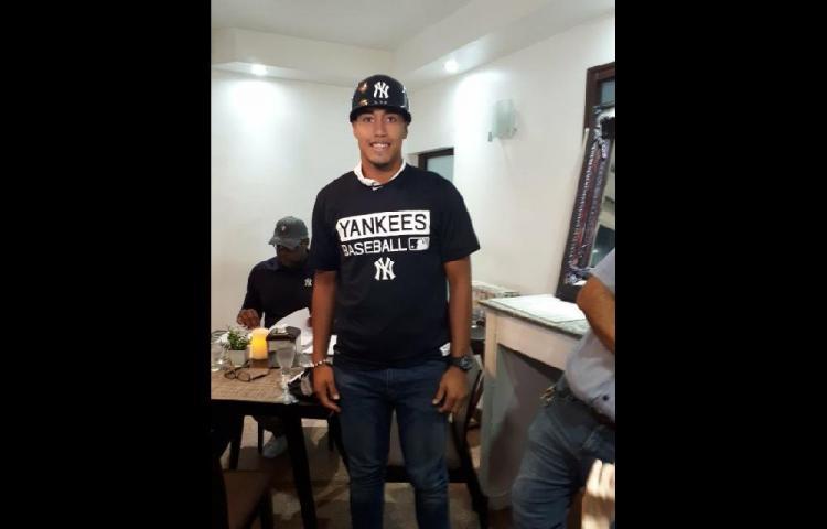 Coclesano firmá con los Yankees