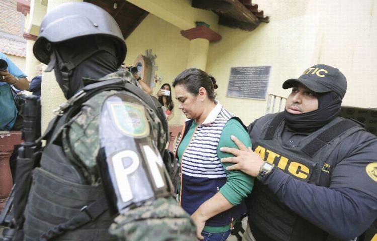 Expresidente de Honduras, con esposa presa por corrupción y un hijo por narcotráfico