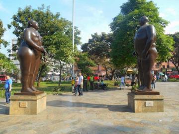 """La escultura de Botero """"Adán y Eva"""" alcanza 2,9 millones de dólares"""