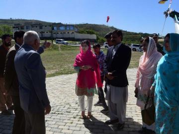 Malala vuelve a Pakistán después de que casi acaban con su vida