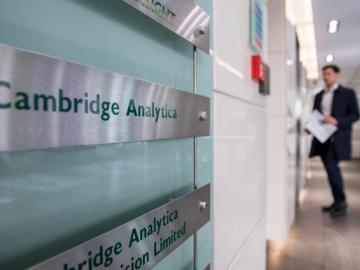 Cambridge Analytica anuncia el cese de todas sus actividades