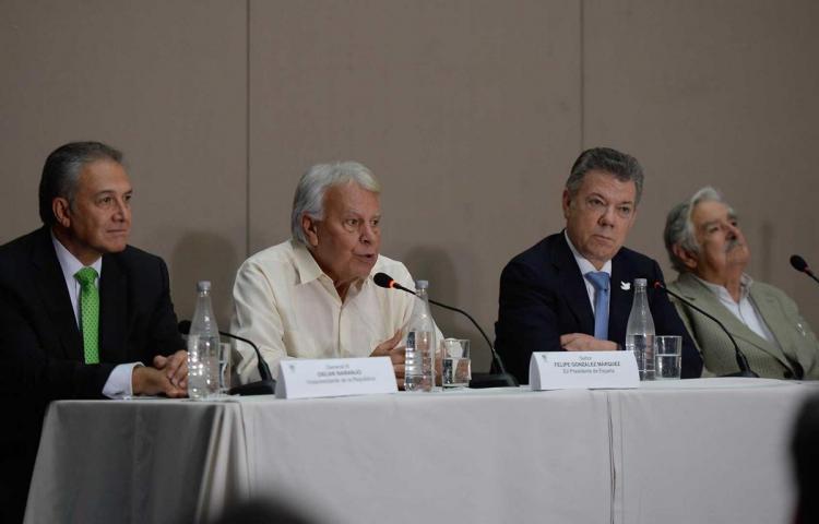 FARC se reúne con Mujica para revisar avances en implementación de la paz
