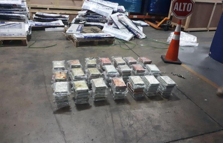 Armada colombiana decomisa casi una tonelada de cocaína de disidentes de FARC