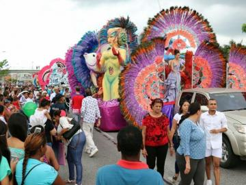 Las reinas del Carnaval brillaron en la Cinta Costera