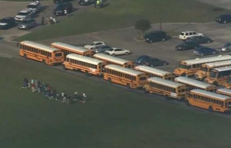 Ocho muertos y varios heridos en el tiroteo en un instituto de Texas