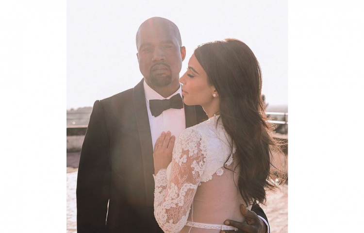 Kim Kardashian celebra su cuatro año de casada con la foto más romántica