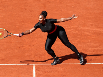 Serena Williams y su osado vestido para homenajear lo duro de la maternidad