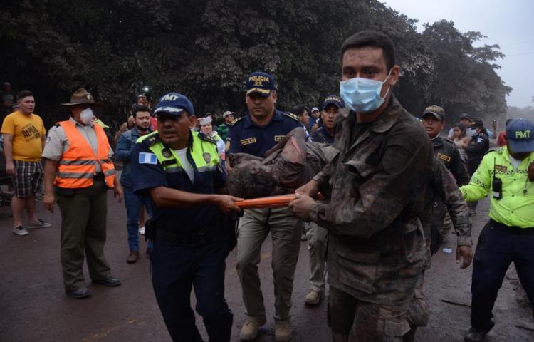 Aumenta cifra de heridos y se mantiene en 25 los muertos tras erupción