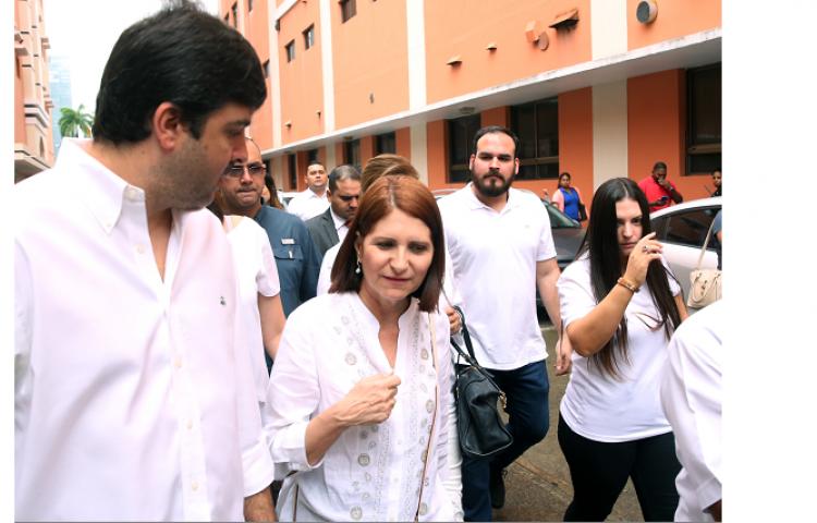 Incondicionales y empleados de Martinelli acuden a la cárcel a arroparle