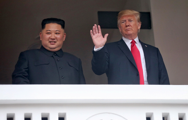 Trump trata a Kim como a un igual en una cumbre coreografiada