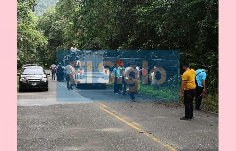 Se registra vuelco de autobús en la Avenida Omar Torrijos Herrera