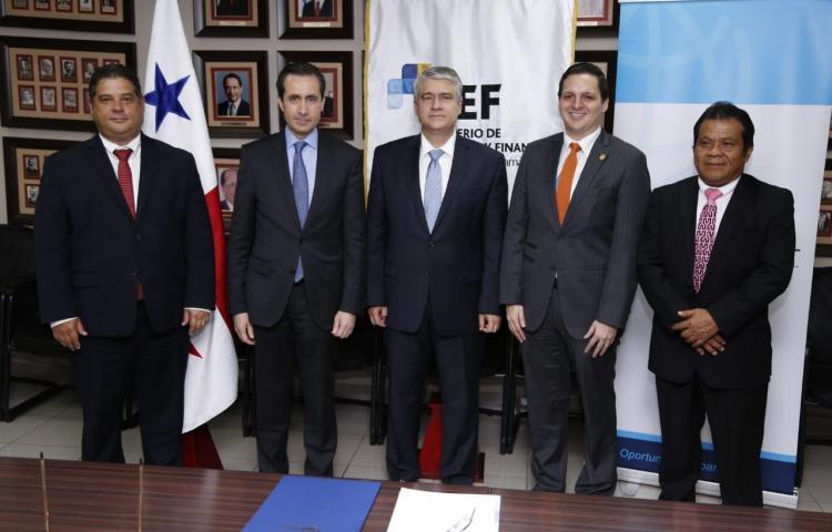 MEF y Banco Mundial firman préstamo para desarrollo de pueblos indígenas