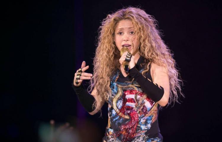 Shakira retira de su gira el collar con un símbolo utilizado por los nazis