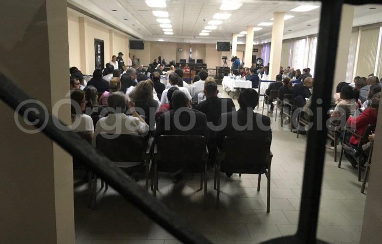 Defensores y querellantes llegan a la Corte para audiencia contra Martinelli