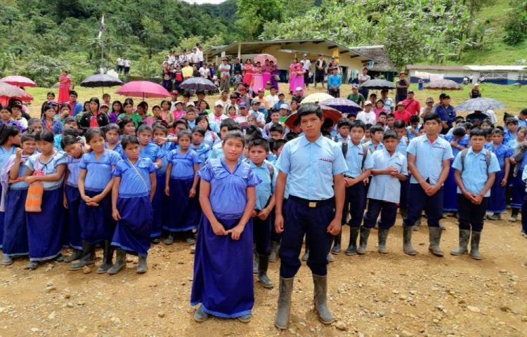 Exigen al Meduca docentes para la escuela La Trinchera
