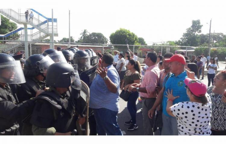 Protesta estudiantil por hacinamiento terminó en enfrentamientos