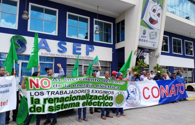 Conato protesta afuera de las oficinas de la ASEP