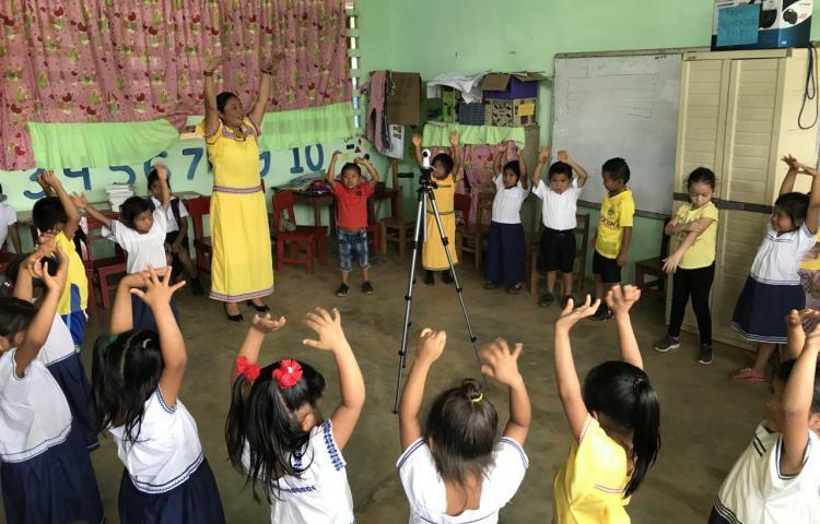 Niños ngäbe panameños aprenden matemática al integrar su lengua y cultura