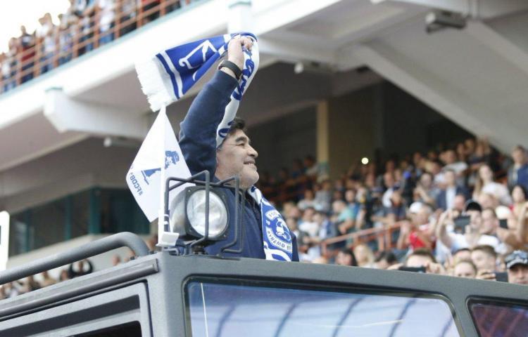 Maradona asume la presidencia del Dinamo Brest y recibido con honores