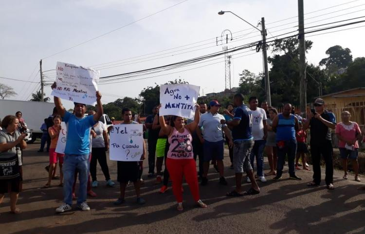 Residentes en Arraiján cierran las calles por falta de agua
