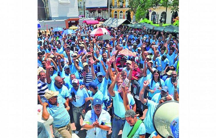 Trabajadores del IDAAN exigen respuestas, pero siguen en paro