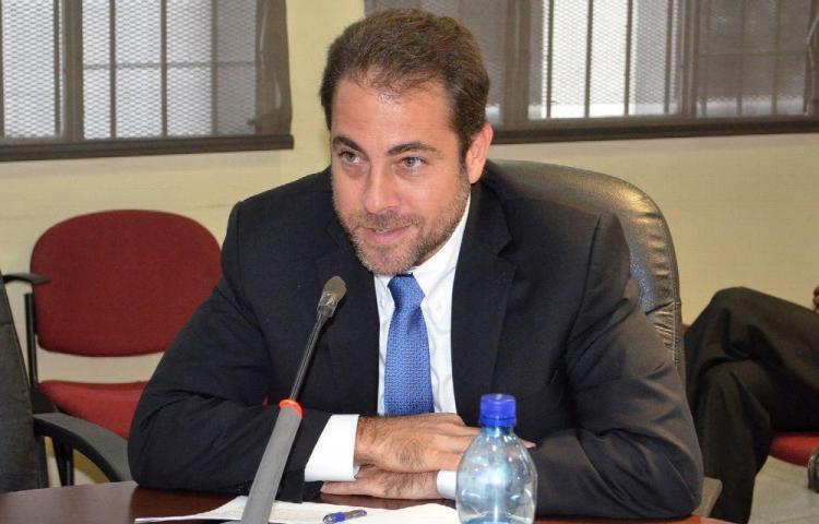 Ministro Etchelecu buscará la Presidencia