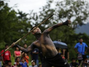 Indígenas demuestran su aguerrida habilidad en juegos ancestrales